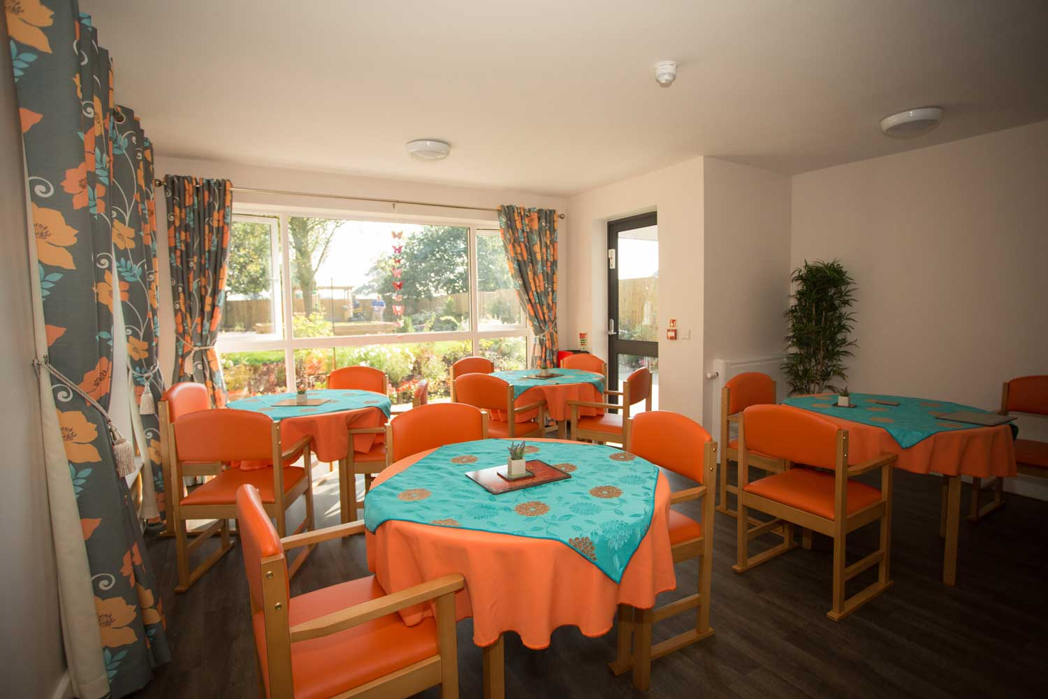 Mount pleasant nursing home knutsford cheshire for Nursing home dining room ideas